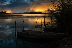 Barche al Tramonto (M.K.S. v i d e o • p h o t o g r a p h y) Tags: lake lago trasimenolake lagotrasimeno tuorosultrasimeno canon marksoetebier riflessi reflections waterreflections sunset tramonto umbria clouds ngc nationalgeografic
