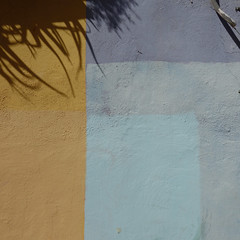 Muro dipinto e ombre. Pared pintada y sombras. Paret pintat i ombra. Painted wall and shadows (sandroraffini) Tags: toni pastello giallo cyan yellow light blue urban sony rx100 barrio jesus valencia astratto bstract reality exploration surface muro pared paret ombra sombra shadow