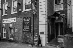 16/10 The Lych Gate Tavern, Wolverhampton (garyjones1959) Tags: 3652017 365 365the2017edition leica tl tllens tl2 1856mm bw blackandwhite black blackcountry pubs wolverhampton westmidlands boozer real ale craft beer hostelry traditional welcoming