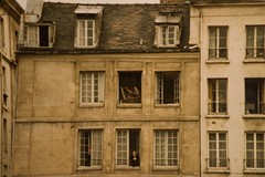 the painter upstairs, Paris 1981... (Alvin Harp) Tags: 1981 minolta101 film paris france painter oldbuilding alvinharp