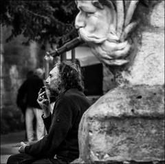 Fumer est nocif pour la santé! / Smoking seriously harms you!! (vedebe) Tags: noiretblanc netb nb bw monochrome humain people ville city street rue urbain statue architecture portraits portrait