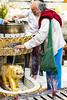 Ofrendas sencillas (Nebelkuss) Tags: birmania myanmar yangon rangun shwedagon ofrendas offerings altar budismo budista buddhism buddhist fujixt1 fujinonxf1855 mingalaba asia