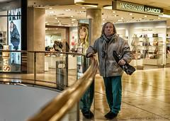 ladies & gentleman (berberbeard) Tags: hannover fotografie photography urban berberbeard berberbeardwordpresscom germany ilce7m2 itsnotatrick street primelens festbrennweite zeiss 55mm sony deutschland