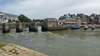 2017.06.13.067 AURAY - Le pont, l'octroi et la place Saint Sauveur