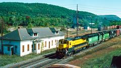 4002_9_25 (2)_crop_clean_R (railfanbear1) Tags: dh nysw
