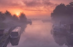 Rising In The Mist (Captain Nikon) Tags: sunrise dawn sawleycut sawley derbyshire leicestershire waterway rivertrent narrowboats mist misty atmospheric moody dreamy nikon18105mm nikond7100 srbneutraldensitygraduated06filter