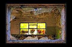 From outside to inside to outside (mare photo) Tags: fromoutsidetoinsidetooutside details broken rotten marephoto window glass naturalframe flickrunited flickrunitedaward