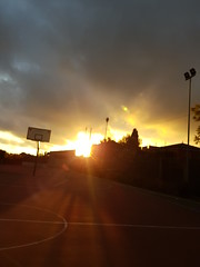 (jessycoodien_) Tags: instapano afternoon panorama after pro shotfromthegalaxys8 redsky clouds yestarday focus bestfriend redclouds sun sunset modpro night basket basketball sky pano withyou sunrays rays camera outoffocus s8 netturbino