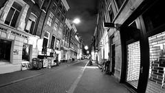 Fietsen (bicicletas) Plan (André Felipe Carvalho) Tags: amsterdam noite noturna fotografia street streetphotography holanda preto branco