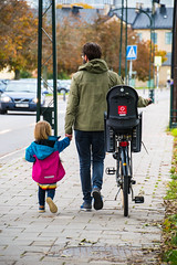 Streetview (Maria Eklind) Tags: malmö city sweden skånelän sverige se dof bicycle outdoor street cityview car streetview people cykel depthoffield