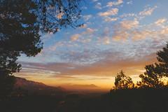 Nubes en el Amanecer..... (valorphoto.1) Tags: selecciónvp paisaje natural color cielo nubes amanecer sunrise photodgv