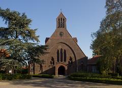 Noordhoek - Sint-Josephkerk (Grotevriendelijkereus) Tags: holland netherlands nederland town village dorp plaats stad architecture architectuur gebouw building church kerk expressionism expressionisme