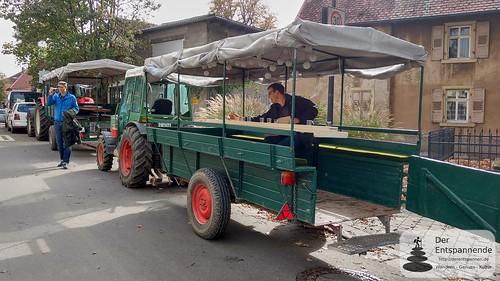 Treckerfahrt in die Weinberge