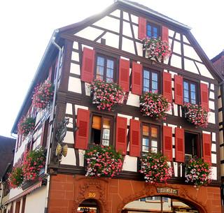 une Boulangerie bien fleurie en Alsace-du-Nord !