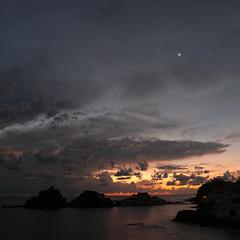 moon (the incredible how (intermitten.t)) Tags: menorca espaã±a balearicislands baleares illesbalears minorca samesquida sky clouds sea horizon morning sunrise presunrise dawn moon 20160927 8244 españa