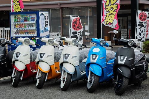 Peugeot Django Scooters - Walk from Gumisawa to Higashimatanocho near Harajuku Totsuka JRC 20170915