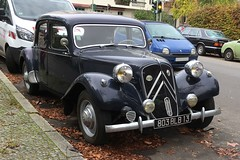 Getaway Car I Citroën 11 CV Traction Avant I 1934-1957 (Transaxle (alias Toprope)) Tags: 10faves 10favs 8faves 8favs 50v5f citroen france french anncienne annciennes city urban downtown auto autos car cars coche coches voiture voitures macchina macchine curb curbs kerb kerbs parking street avenue road strada calle beauty soul power toprope berlin snap shot snapshot classic citroën classics citroënclassics clasicos cochesclasicos classiccars anciennes vieille vieilles automobiles françaises automobilesfrançaises rue avenida streets snapshots spotting carro carros streetcar streetcars 11cv getaway gangster black chrome frontwheeldrive traction avant 15favs 15faves