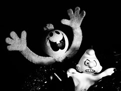 Geisterstunde / witching hour (ingrid eulenfan) Tags: macromondays macro makro geist figuren schlumpf smurf ghost spirit geisterstunde witchinghour halloween