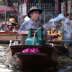 Damnoen Saduak Floating Market (let's head off on an adventure) Tags: thailand people peaceful street streetlife photo life outdoors boat floatingmarket peopleofthailand