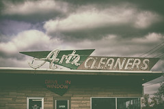 Art's Cleaners (Off The Beaten Path Photography) Tags: neon sign signage vintage americana canon markiii 5dmarkiii cleaners laundry columbus indiana