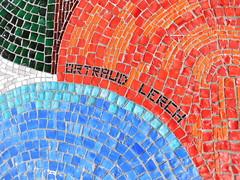 um 1977 Berlin-O. Künstlersignet Friedenstaube von Ortraud Lerch Mosaikarbeit Leipziger Straße 56 in 10117 Mitte (Bergfels) Tags: skulpturenführer bergfels um 1977 1970er 20jh ddr berlin ostberlin berlino friedenstaube ortraudlerch olerch lerch mosaik mosaikarbeit leipzigerstrase 10117 mitte skulptur plastik beschriftet künstlersignet