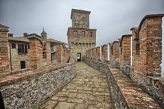 into the castle (Papà_c) Tags: castelli borgodivigoleno fortezza piacenza