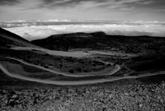 A large path to the clouds\un largo camino hacia las nubes (dagherrotipista) Tags: camino nikond60 teide espana spain spagna canarias canarie vulcano volcano sentiero mardenubes bn whitedark