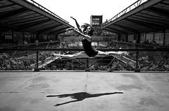 Foto- Arô Ribeiro -3603-2 (Arô Ribeiro) Tags: blackwhitephotos photography laphotographie art pb dançaclássica ballet sãopaulo brazil arôribeiro bailarina ccsp blackandwhite bw monochrome candidportrait portrait fineart nikond7000 nikon