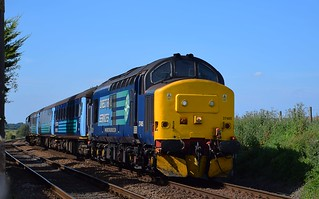 A clear blue sky sees DRS 37405 top n tail with 37716 approaching Cantley, with the 14.18 Norwich - Yarmouth Service. 28 08 2017
