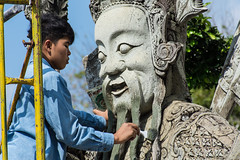Cleaning a statue at Wat Pho