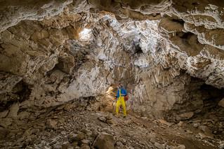 Salle de la grotte des Rouvières et ses 2 entrées naturelles - Volvent (26) - France