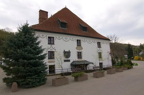 Spichlerz Pod Wianuszkami (Puławska 80) od zachodu