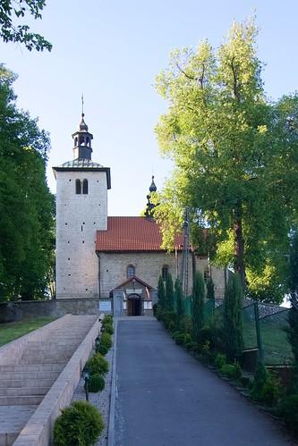 Podejście do kościoła św. Mikołaja w Wysocicach