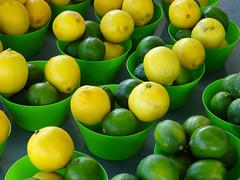 Répétita (pictopix) Tags: montrealjuin2016 citron citrus jaune yellow green vert lemon bol couleur agrume fruit