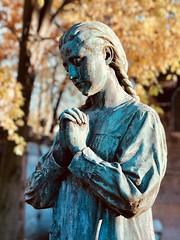Prayer (MoonCCat) Tags: bokeh priere statue graveyard cimetiereduperelachaise