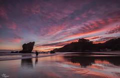 Un buen comienzo del dia (Urugallu) Tags: amancer aguilar playa cantabrico rocas amistad cielo color luz reflejos nubes mar olas alalba joserodriguez urugallu canon 70d flickr principadodeasturias asturias