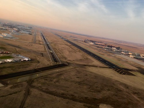 Short final, 30R, Meadows Field, Bakersfield, CA