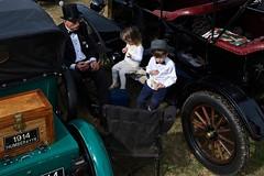 IMG_1907 (Morglen) Tags: vintagecar grandad grandkids people wheels lunch triple