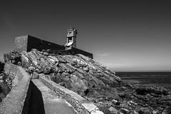 Le Phare du Paon, Île-de-Bréhat... (De l'autre côté du mirOir...) Tags: lighthouse phare îledebréhat lepharedupaon côtesdarmor 22 bretagne breizh brittany bzh fr france french nikon nikkor d810 nikond810 noiretblanc noirblanc nb blackwhite bw monochrome paysage mer eau côtesdelamanche rocher