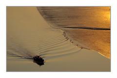 Crépuscule d'or / Baie de Suncheon - Corée (PtiteArvine) Tags: crépuscule coucherdesoleil sunset fleuve bateau or jaune coréedusud baiedesuncheon