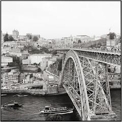 Ponte Dom Luis I_Rolleiflex 3.5B (ksadjina) Tags: 6x6 carlzeisstessar35 douro fujiacros100 nikonsupercoolscan9000ed october2017 pontedomluisi porto portugal ribeira rodinal rolleiflex35b analog blackwhite film scan