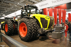 CLAAS XERION 5000 Tractor | AGRITECHNICA 2017 Agricultural Machinery Fair (martin_king.photo) Tags: claasxerion claasxerion5000 tractor agritechnica2017 agritechnica hannover 2017agritechnica fairmessedual wheelszwillingsreifenagriculturalmachineryfairagriculturalmachineryfairclaasfamily claas fans huge machine giant favorite powerfull martinkingphoto machines strong agricultural greatday great czechrepublic welovefarming agriculturalmachinery farm workday working modernagriculture landwirtschaft