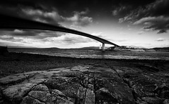 Eilean Bàn (-- Q --) Tags: scotland skye kyleoflochalsh skyebridge westcoast bridge atlanticocean monochrome marumidhgcpl lee09softgrad lee06softgrad