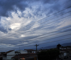 portal (medeirosisabel16) Tags: street sky tree city cidade cabos cable azul blue nuvem nuvens nublado cloudy cloud