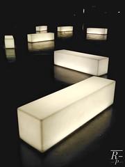 ¿Es una pregunta? (RESILIENTE-Photography) Tags: asiento luz light fluorescente leds bilbao decorativo