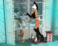 ☃ First Christmas Snow! ☃ (sarameifs) Tags: sadnovember2017 focuspose snow christmas treee window decoration socks secondlife