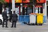Bodyguard / Guardaespaldas. (Jose_Pérez) Tags: color street contraste traje basura bodyguard
