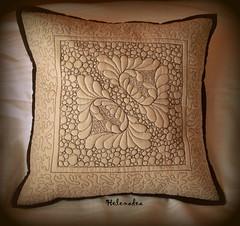 cuscino-trapunto (Helenadea) Tags: cuscino cushion trapunto patchwork cucito craft sewing decor pillow quilt