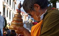 Gemstone Mandala, Tibet 2017 (reurinkjan) Tags: tibetབོད བོད་ལྗོངས། 2017 ༢༠༡༧་ ©janreurink tibetanplateauབོད་མཐོ་སྒང་bötogang tibetautonomousregion tar ütsang lhasa gemstonemandala grainmandala dharmachakra jokhang lhadentsuglakhang jowokhang ཇོ་ཁང་ barkhorstreet tibetanབོད་པböpa tibetanpeopleབོད་མིbömi བོད་འབངསbömbang thewildfolksoftibetབོད་སྲིནbösin tibetanpeopleབོད་རིགསbörik buddhistritual mandalaoffering