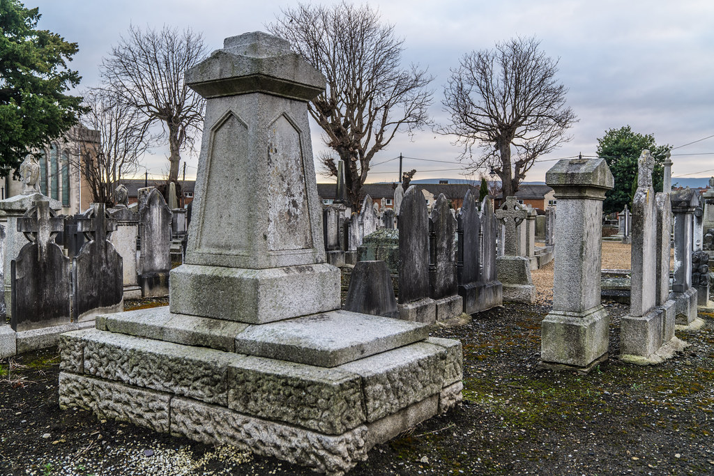 MOUNT JEROME CEMETERY IS AN INTERESTING PLACE TO VISIT [IT CLOSES AT 4PM]-134370